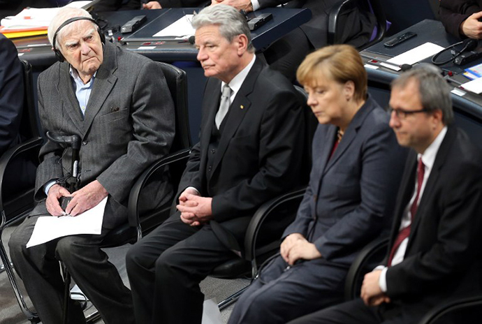 (L-R) 95-year-old Russian author Daniil Granin, German President Joachim Gauck, German Chancellor Angela Merkel and the President of the German Constitutional Court Andreas Vosskuhle attend a commemorative ceremony for the victims of Nazism at the Bundestag in Berlin on January 27, 2014. (AFP Photo / Wolfgang Kumm)