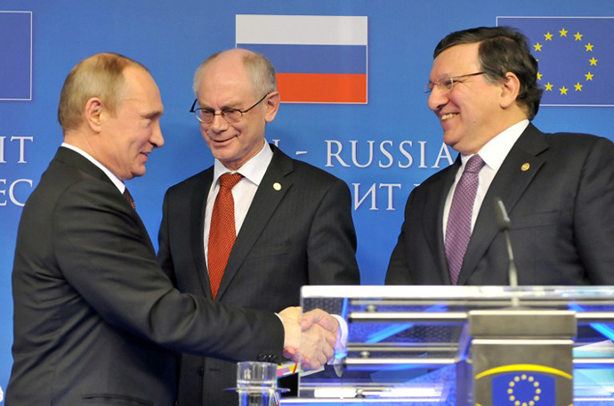 (From L) Russian President Vladimir Putin, EU Council president Herman Van Rompuy and European Commission President Jose Manuel Barroso talk at the end of their joint press conference on January 28, 2014 following an EU-Russia summit at the EU Headquarters in Brussels. (AFP Photo / Georges Gobet)