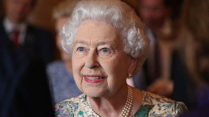 Queen down and out? UK royal palaces 'crumbling and leaky' as her finances dwindle