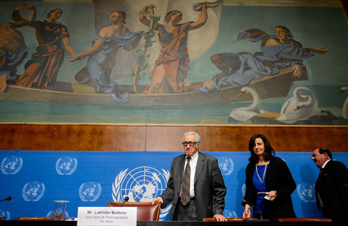 UN-Arab League envoy for Syria Lakhdar Brahimi (C) arrives for a press briefing at the United Nations on January 28, 2014, in Geneva. (AFP Photo / Fabrice Coffrini)