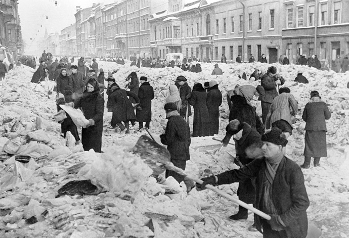 Leningradians cleaning a street after the first winter in the besieged city. (RIA Novosti/Vsevolod Tarasevich)