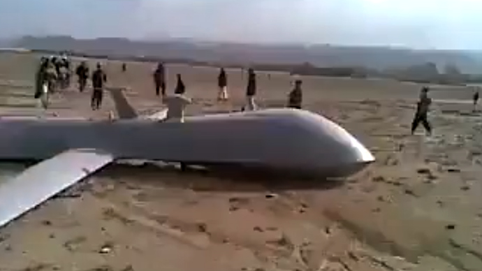 Video: Afghans stone US drone