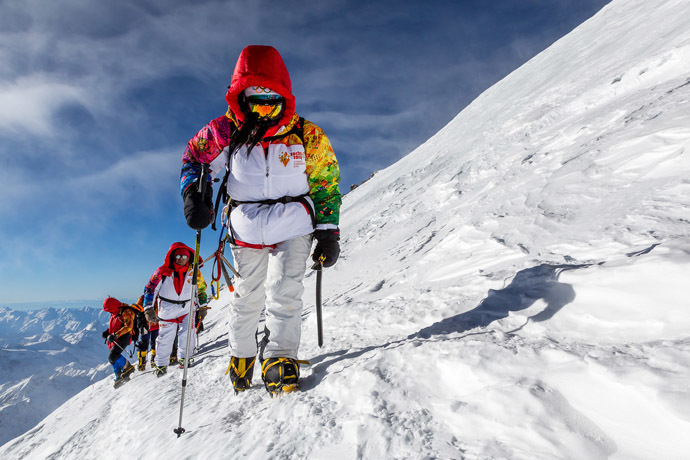 A handout picture taken during the Sochi 2014 Winter relay on October 22, 2013 and released by the Sochi 2014 Winter Olympics Organizing Committee, shows torchbearers carrying an Olympic torch to the Elbrus Mount in Russia's North Caucasus region. ((AFP Photo/Sochi 2014 Winter Olympics Organizing Committee)