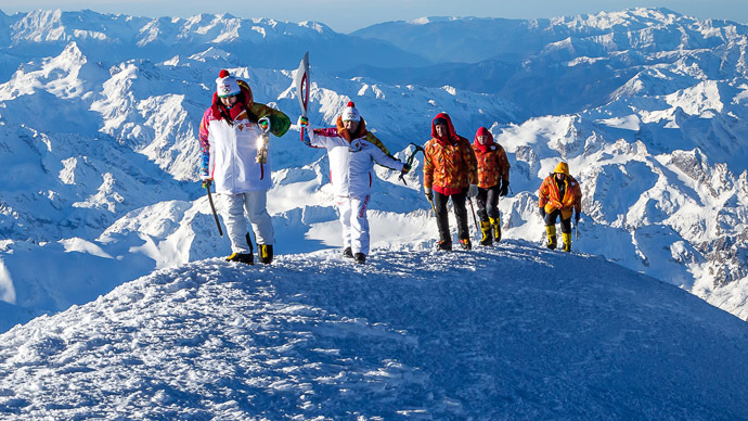 Mount Elbrus reconquered: Olympic Flame reaches Europe's highest point (PHOTOS)