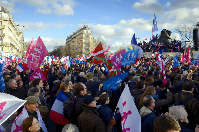 "Supporters of the ""La Manif Pour Tous"" (Protest for Everyone) movement demonstrate to defend their vision of the traditional family, on February 2, 2014 in Paris (AFP Photo / Eric Feferberg)"