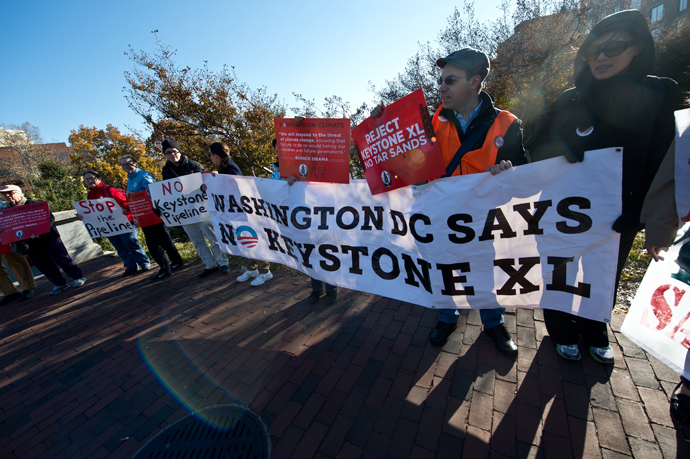 People demonstrate against the proposed Keystone XL pipeline near the hotel where US President Barack Obama is to address the Wall Street Journal CEO Council on November 19, 2013 in Washington. (AFP Photo / Nicholas Kamm)