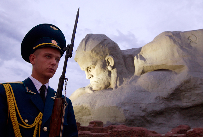 A Belarussian guard of honour stands at the memorial at Hero fortress in the western city of Brest, some 360 km southeast of Minsk, June 22, 2013. (Reuters / Vasily Fedosenko)