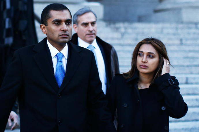 Former SAC Capital Advisors portfolio manager Mathew Martoma (L) walks out of the courthouse next to his wife Rosemary in downtown Manhattan, New York, February 6, 2014. (Reuters / Eduardo Munoz)