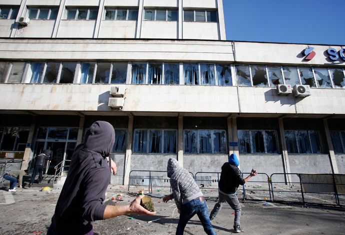 Protesters throw rocks at a government building in Tuzla February 7, 2014 (Reuters / Dado Ruvic)