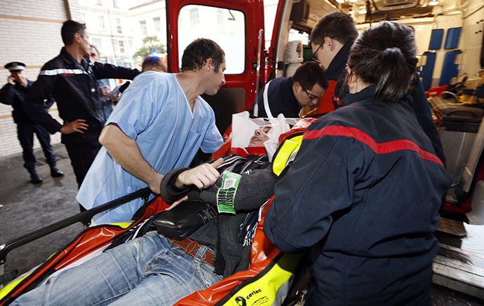 Medics take care of an injured person at the hospital of Nice, southern France, after a train derailed near Digne-les-Bains in the French Alps on February 8, 2014. (AFP Photo / Valery Hache)