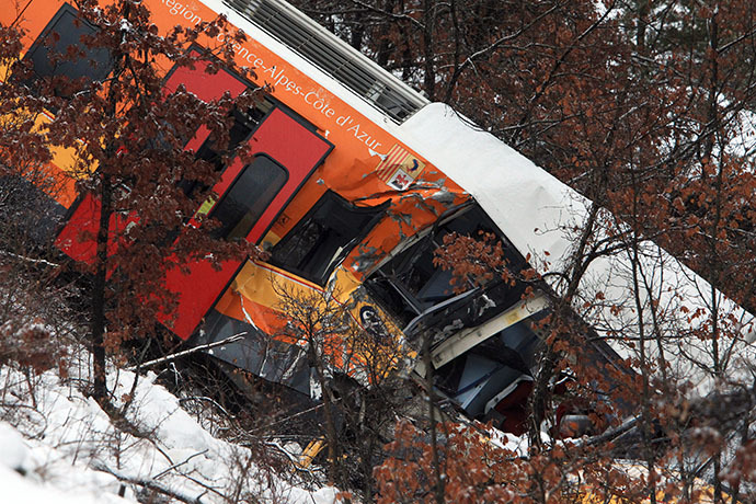 A picture shows the passenger train hit by a massive falling boulder near Digne-les-Bains, in the French Alps on February 8, 2014. (AFP Photo / Jean-Christophe Magnenet)