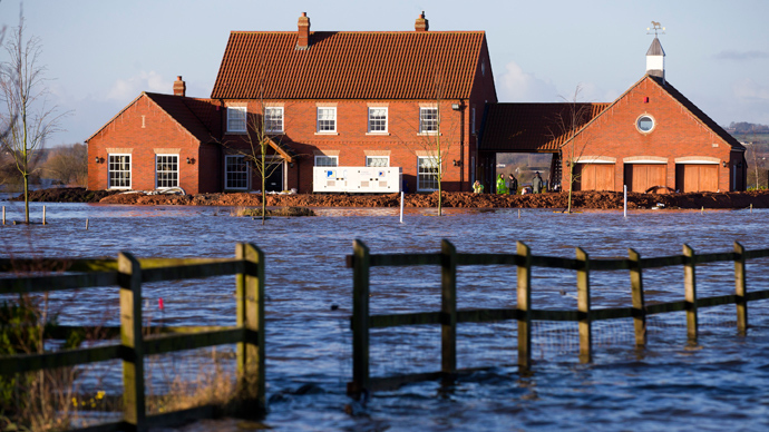 A new house is pictured with a barrier around it protecting it from flood waters in Moorland, some 19 Kms Northeast of Taunton on February 7, 2014 (AFP Photo / Justin Talli)
