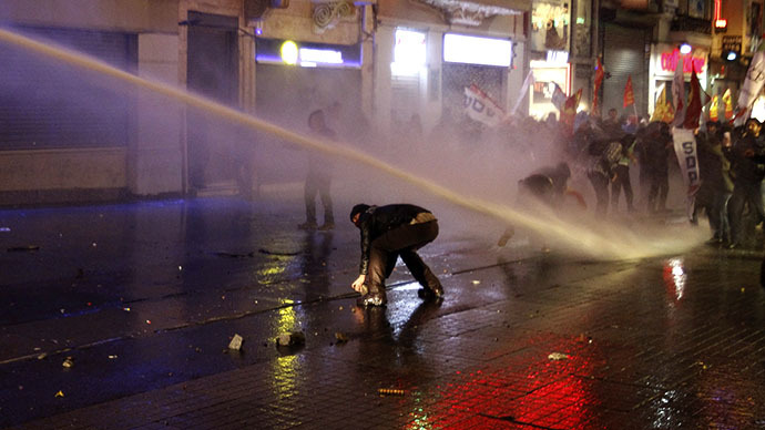 Turkey police disperse protest against new internet controls (VIDEO)