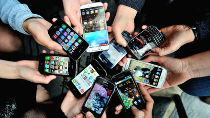 Obama signs law allowing cell phones to be unlocked
