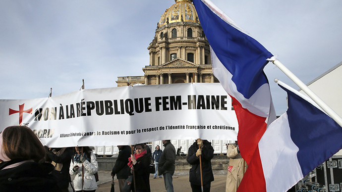 French far-right group rallies against FEMEN (VIDEO)