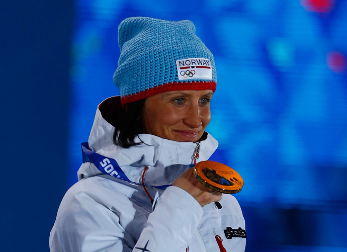 Gold medalist Norway's Marit Bjoergen poses during the medal ceremony for the women's cross-country skiathlon event in the Olympic Plaza at the 2014 Sochi Winter Olympics February 8, 2014 (Reuters / Shamil Zhumatov)