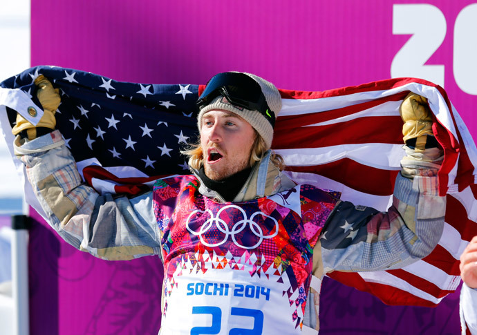 Winner of the men's snowboard slopestyle Sage Kotsenburg of the U.S. holds up his country's national flag at the 2014 Sochi Olympic Games in Rosa Khutor February 8, 2014 (Reuters / Mike Blake)