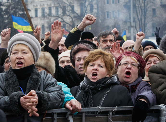 People shout slogans during an anti-government rally in Kiev February 9, 2014 (Reuters / Gleb Garanich)