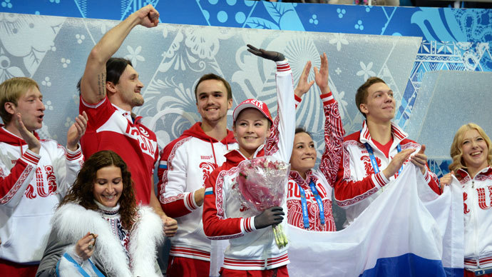 Russia's Yulia Lipnitskaya celebrates with her team after she performs in the Women's Figure Skating Team Free Program at the Iceberg Skating Palace during the Sochi Winter Olympics on February 9, 2014 (AFP Photo / Yuri Kadobnov)