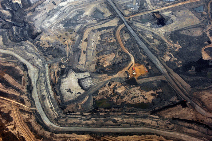 The Syncrude tar sands mine north of Fort McMurray, Alberta.(Reuters / Todd Korol)