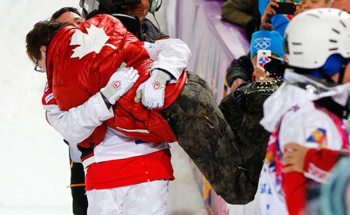 Winner Canada's Alex Bilodeau (L) embraces his brother Frederic after the men's freestyle skiing moguls competition at the 2014 Sochi Winter Olympic Games in Rosa Khutor February 10, 2014 (Reuters / Mike Blake)