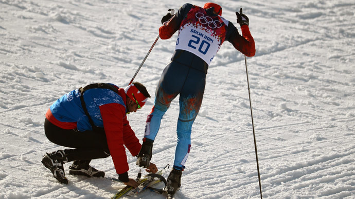 True Olympic spirit: Canadian coach helps Russian athlete with broken ski to finish