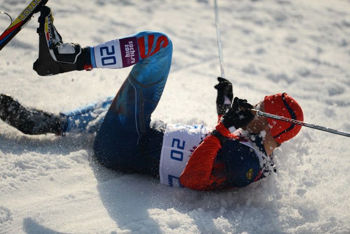 Russian athlete Anton Gafarov breaks his ski during the Men's Sprint Free Semifinals (RIA Novosti / Konstantin Chalabov)