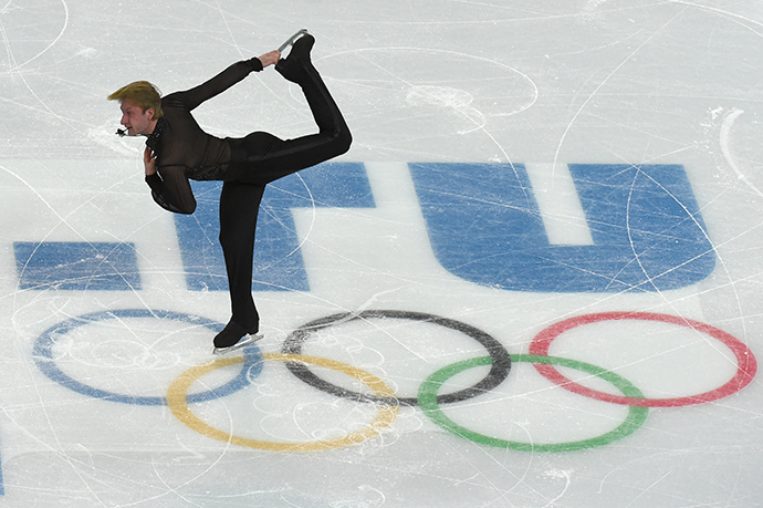 Russia's Yevgeni Plushenko performs in the Men's Figure Skating Team Free Program at the Iceberg Skating Palace during the Sochi Winter Olympics on February 9, 2014. (AFP Photo / Damien Meyer)