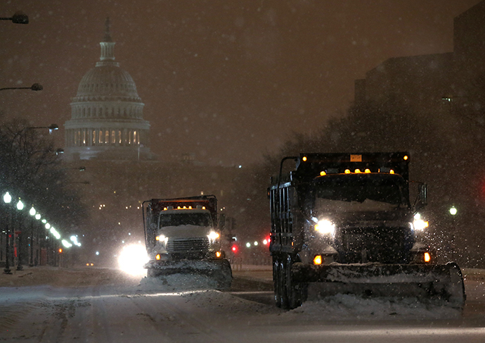 Snow plows push snow off of Pennsylvania Ave. near the U.S. Capitol building, on February 13, 2014 in Washington, DC. (AFP Photo / Mark Wilson)