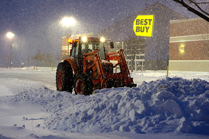 A worker plows snow from a parking lot during a major snowstorm February 13, 2014 in Manassas, Virginia. (AFP Photo / Karen Bleier)