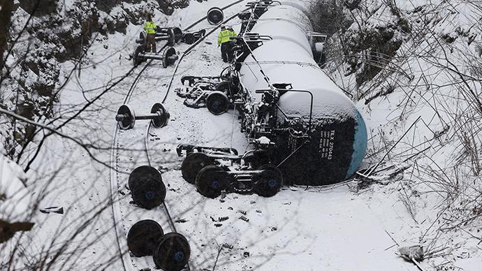 Penn. train derailment leaks thousands of gallons of oil, sends car into building