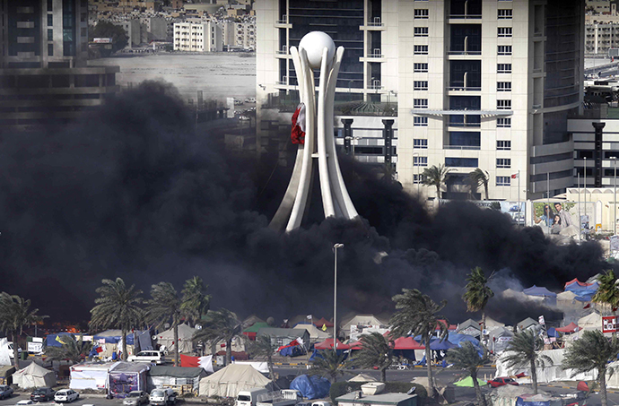 (FILES) File picture dated March 16, 2011 shows black smoke billowing from burning tents in Pearl Square in Bahraini capital Manama. (AFP Photo / Joseph Eid)