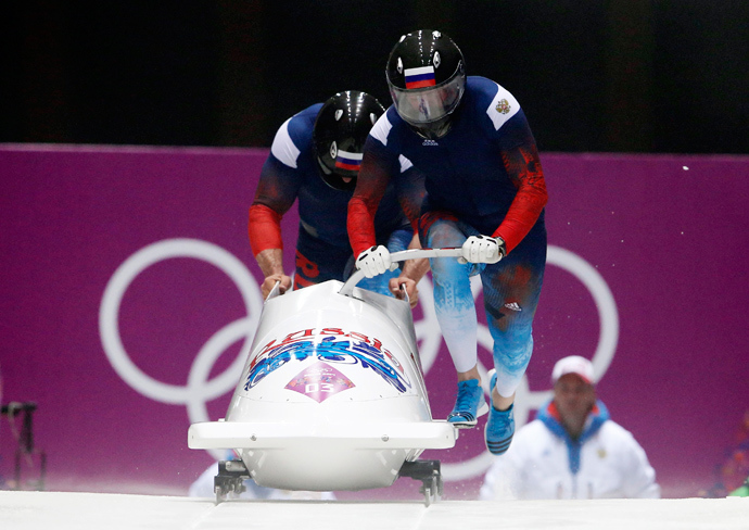 Russia's pilot Alexander Zubkov (front) and Alexey Voevoda start a run during the men's two-man bobsleigh competition at the 2014 Sochi Winter Olympics February 16, 2014 (Reuters / Arnd Wiegmann)