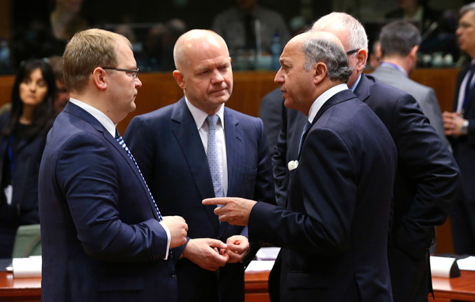 (L-R) Estonia's Foreign Minister Urmas Paet, Britain's Foreign Secretary William Hague and France's Foreign Minister Laurent Fabius attend a European Union foreign ministers meeting in Brussels March 17, 2014.(Reuters / Francois Lenoir)