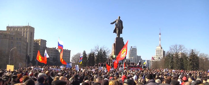A rally on Kharkov's central square in support for ethnic Russians living in Crimea, on Saturday. (Screenshot from Ruptly video)