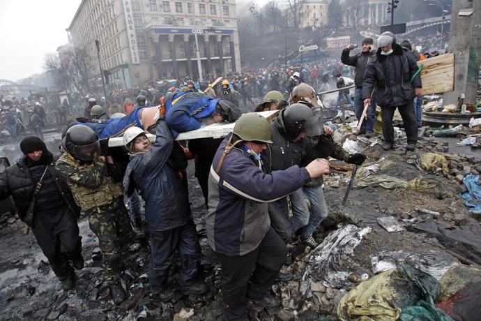 Independence Square Kiovassa 20 helmikuu 2014.  (Reuters / David Mdzinarishvili)