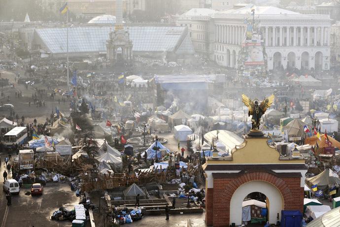 Ilmakuva osoittaa hallituksen vastaisia mielenosoittajia leiri Tässä Itsenäisyyden aukiolla Kiovan keskustassa 21. helmikuuta 2014.  (Reuters / Vasily Fedosenko)