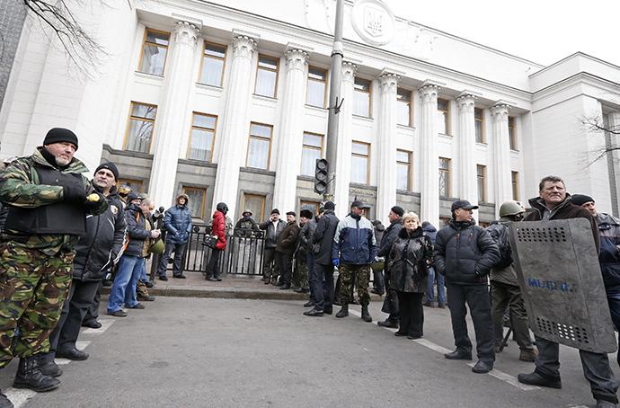 Sisäänkäynti Ukrainan parlamentin rakennuksessa Kiovassa 22 helmikuu 2014.  (Reuters / Vasily Fedosenko)