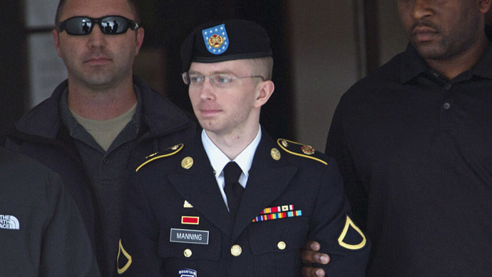 Chelsea Manning, formerly known as Bradley (С) (Reuters/Jose Luis Magana)
