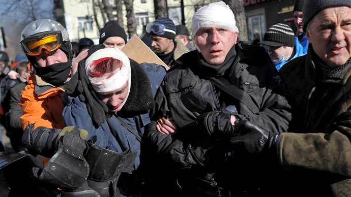 Opposition convoy injured police officers captured during the clashes in the center of Kiev. (RIA Novosti/Alexei Furman)