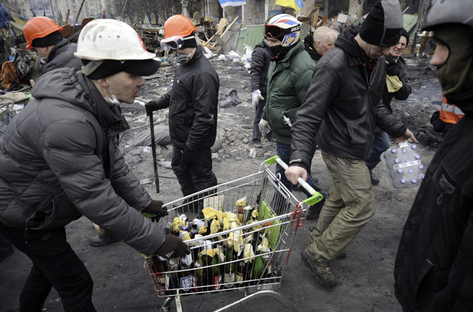 Anti-government protesters carry petrol bombs in a trolley during clashes with riot police in Independence Square in Kiev February 20, 2014. (Reuters/Maks Levin)