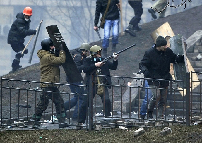 A protester aims a rifle towards riot police as protesters advance to new positions advance to new positions near the Independence square in Kiev on February 20, 2014. (AFP Photo/Louisa Gouliamaki)