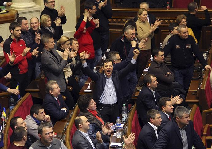 Ukrainian opposition members celebrate during the voting in parliament in Kiev February 20, 2014. (Reuters / Viktor Gurniak)