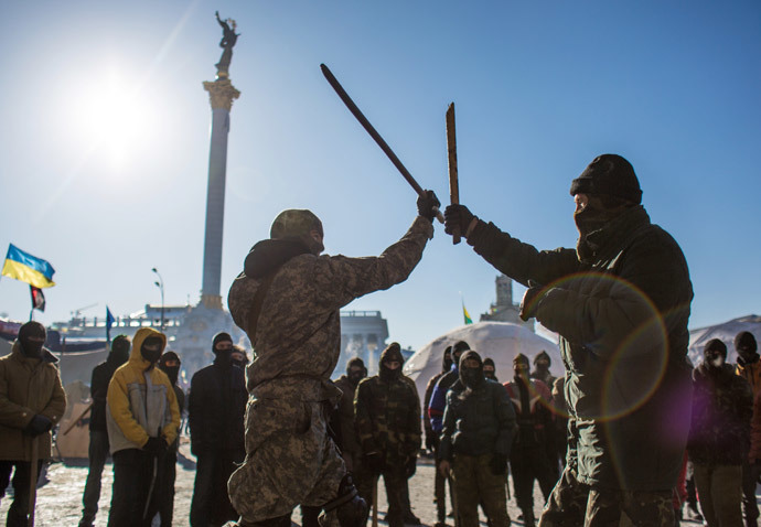 A fighting training for opposition fighters from the Right Sector in a tent camp at Independence Square in Kiev. (RIA Novosti / Andrey Stenin)