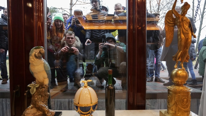 Yanukovich's opulent residence opens to public as president leaves Kiev (PHOTOS)