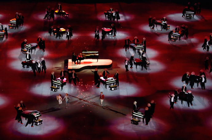 Russian pianist Denis Matsuev (center L) performs during the closing ceremony for the 2014 Sochi Winter Olympics, February 23, 2014. (Reuters / Eric Gaillard)