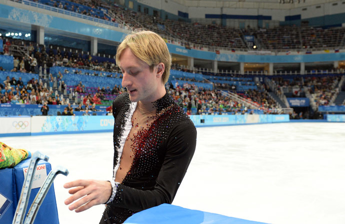 Russia's Yevgeny Plushenko leaves the ice after a warm-up during the Men's Figure Skating Short Program at the Iceberg Skating Palace during the Sochi Winter Olympics on February 13, 2014. (AFP Photo / Yuri Kadobnov)