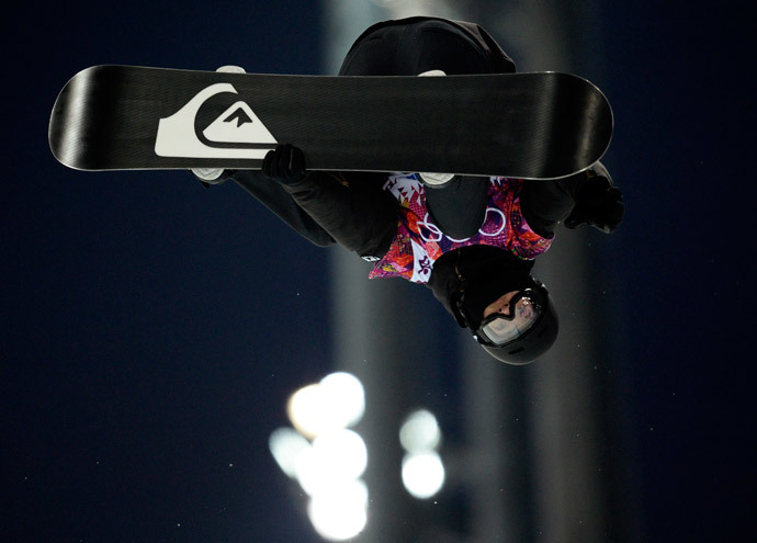 Switzerland's Iouri Podladtchikov competes in the Men's Snowboard Halfpipe Semifinals at the Rosa Khutor Extreme Park during the Sochi Winter Olympics on February 11, 2014. (AFP Photo / Franck Fife)