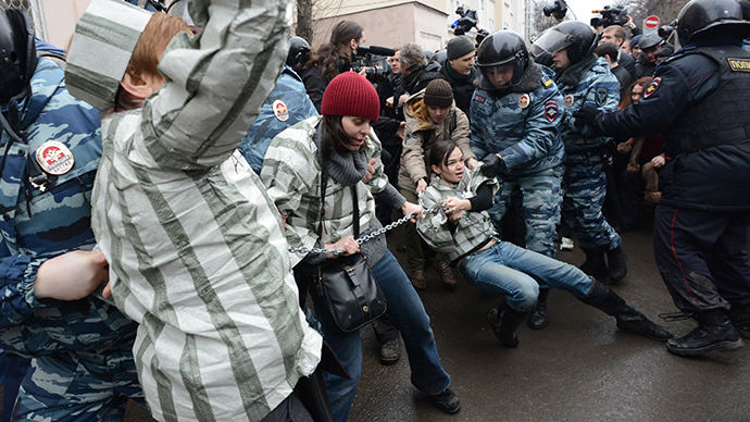 OMON (riot police) officers detain protesters outside Zamoskvoretsky district court in Moscow, on February 24, 2014 (AFP Photo / Vasily Maximov)