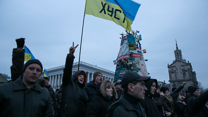 Ukrainians react to a speech in Kiev's Independence Square February 23, 2014 (Reuters / Baz Ratner)